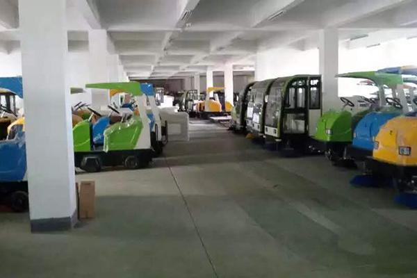 扫地车车间