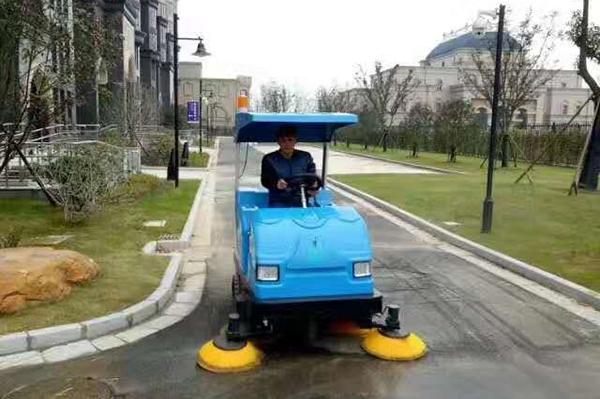淮安扫地车路面清洁现场