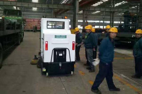 淮安扫地车工厂清洁现场